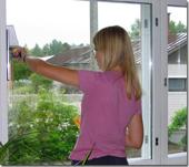 Мытье оконных рам и дверей