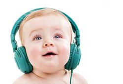 Детские аудиосказки: в чем их польза и как заинтересовать ими ребенка